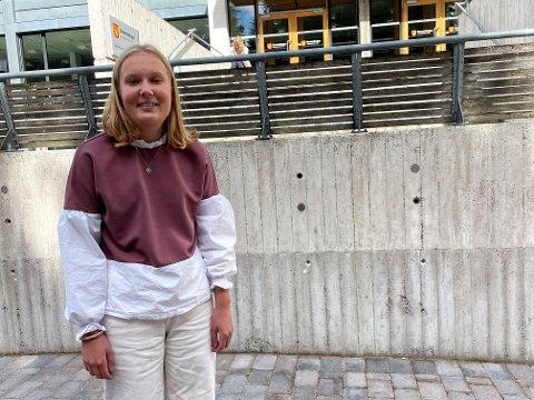 BEKYMRET: Mange ungdommer er veldig opptatt av politikk, men noen vegrer seg for å stemme fordi de ikke føler de vet nok om hvordan det gjøres, hevder Anne Line Nilsson (MDG). Greveskogen og andre videregående skoler må bidra med nok kunnskap, mener hun.