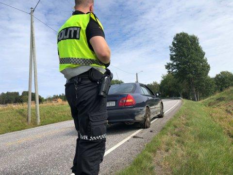 I GRØFTA: Bilen bærer preg av å ha vært utfor veien.