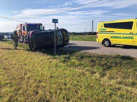 ULYKKE: Mandag ettermiddag rykket nødetatene til en trafikkulykke i Hengsrudveien.