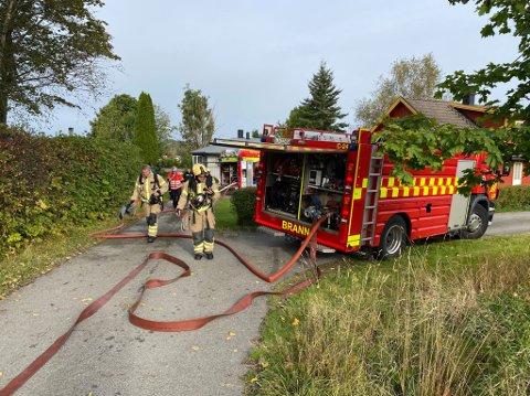 BOLIGBRANN: Det har brutt ut brann i en bolig på Barkåker.