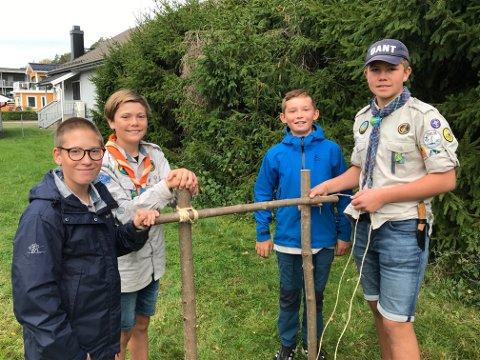 KLARE: Victor Tansø, Tobias Brubak, Mats Engø og Daniel Breivik gleder seg til å vise besøkende alt det spennende man kan oppleve i speideren.