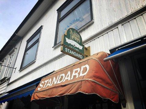 SNART HUNDRE ÅR: i 2026 fyller Standard Kafe hundre år. Enn så lenge holder puben fortsatt åpent.