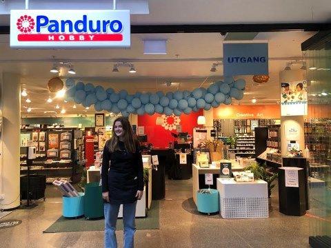 BUTIKK: Mange ungdommer prøver seg på arbeidslivet denne uka. Ester Aasbø er utplassert hos Panduro.