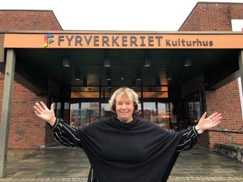 INVITERER: Elin Hansen, leder i TotenToner, inviterer sammen med koret folk til å ta del i deres 10 års jubileum på lørdag.