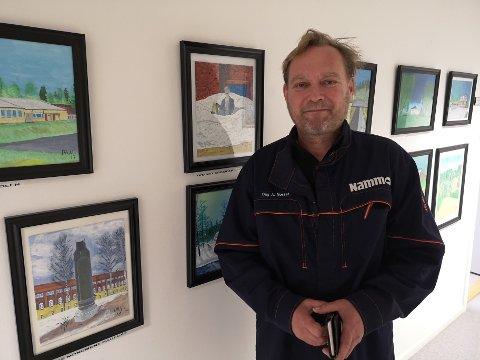 Dag Arne har henge bildene sine på veggene til Nammo til glede for kolleger og kunstneren selv.