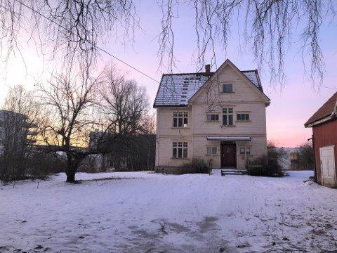 VERNEVERDIG?: Bygningene på Solbakken har mange stilelementer fra jugend-perioden, og huset er uten tvil knyttet til en viktig person, mener Mjøsmuseet, som ønsker å bevare bygningsmassen.