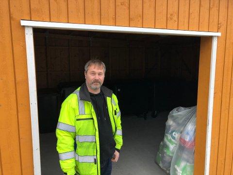 PROBLEM: Fagerlundtunet på Eina sliter med at folk utenfor sameiet tar seg inn på tunet for å kaste avfallet sitt der i stedet for i sine egne søppelkasser forteller Tommy Brandt, styreleder i sameiet.