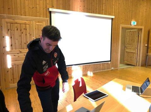 PENGEGAVE: Leder Eirik Hamre Korsen i Eina SK er en fornøyd mann etter at Totens Sparebank har tildelt sportsklubben 500.000 kroner i gavemidler til ny hall på Thune. ARKIV