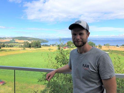UTSIKT: Dahl tror den gode utsikten fra tretopphytta er en av hovedgrunnene til den gode trafikken han opplever der.