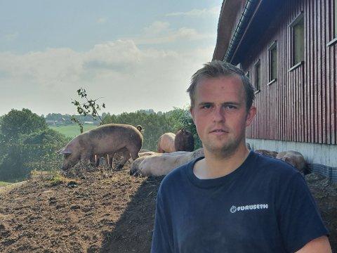 SATSER PÅ GRIS: Markus Grinaker (21) har valgt å satse på frilandsgris for Grøstad Gris.