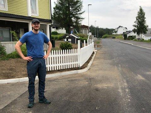 STORFORNØYD: Magnus Andersson mener miljøgata har gitt Eina et solid løft.
