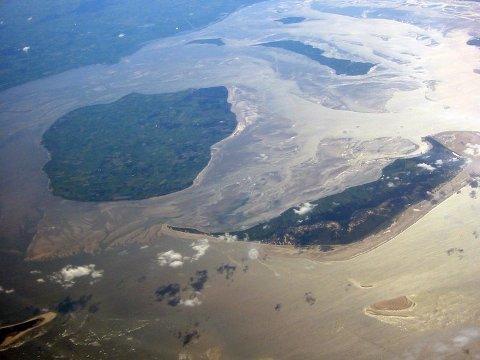 Boye Rivertsen var fra den nordfrisiske øya Amrum (t.h.). Til venstre øya Föhr, begge ved kysten av Tyskland.
