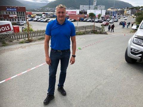 BLE HØRT: Bjørn Skoglunn får beholde arealet utenfor næringslokalene i Stakkevollvegen 48-50. Han fryktet at bedriften måtte flytte, for å gjøre plass til nye Stakkevollvegen.