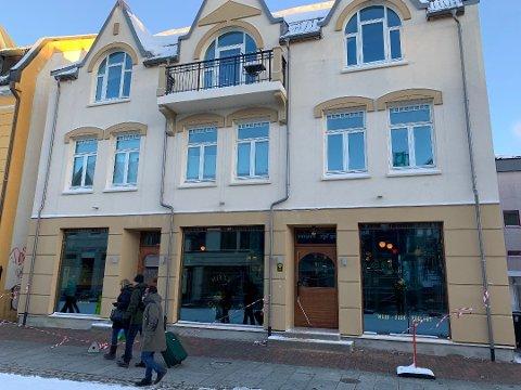 OMSTRIDT: Restauranten Nitty Gritty er åpen i Storgata, men har begrensede åpningstider. Naboene har helt siden renvoeringen av førsteetasjen klaget på støy.