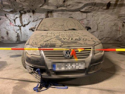MÅ BORT: Bilen har stått der i over tre måneder. Nå er det nok, mener Tromsø parkering.