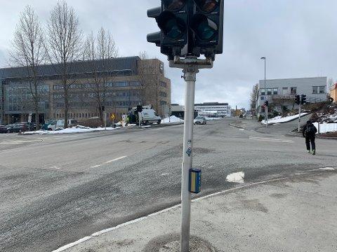 UTE AV DRIFT: Lyskrysset er et av byens mest trafikkerte. Nå er det ute av drift.