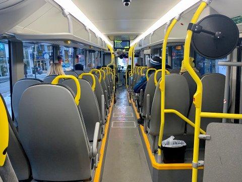 TOMT: Siden 12. mars har det vært klare begrensninger for reise på buss i Troms. Fra 6. juli oppheves passasjerbegrensningene.