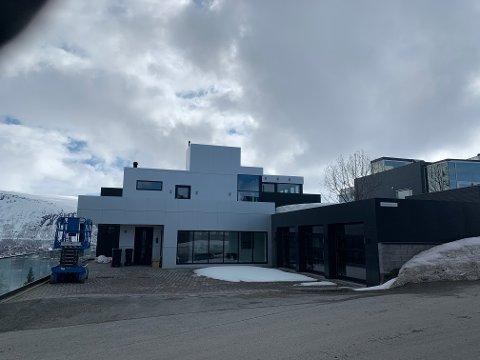 NEI: Takterassen på 70 kvadratmeter er et uønsket element, mener kommunen. Og avslår søknaden fra huseier Bjørn Cato Traasdahl.