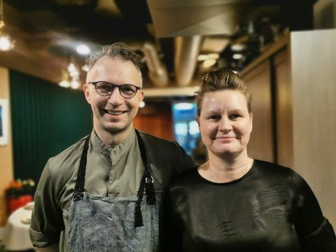 LOKALMAT: Espen og kona Eva-Linda Ramnestedt driver det mange anser som Tromsøs beste restaurant, basert på lokale råvarer og oppskrifter inspirert av smaksopplevelser fra barndommen.