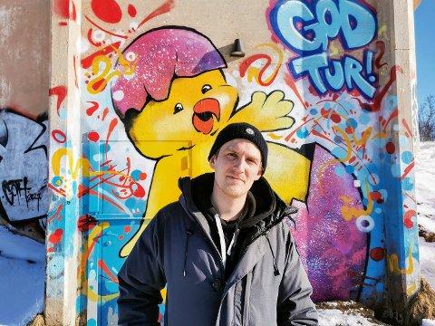 KUNST: Kunstneren Terje Grimen er veldig fornøyde med nye «lerreter.