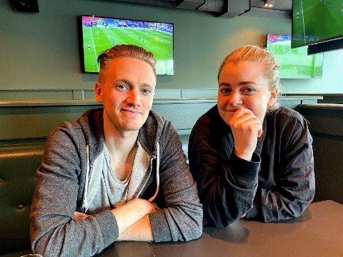 MULIGE STAMKUNDER: Petter Hedberg Olsson (33) og Eyrun Bjørgvinsdottir (28) besøkte det nye utestedet på åpningsdagen..