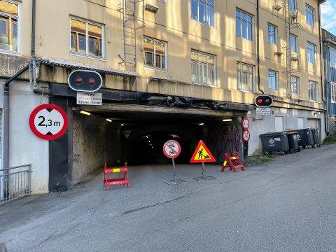 STENGT: Tunnelen bak det som i dag er Navs kontorer i Tromsø har vært, og forblir stengt.