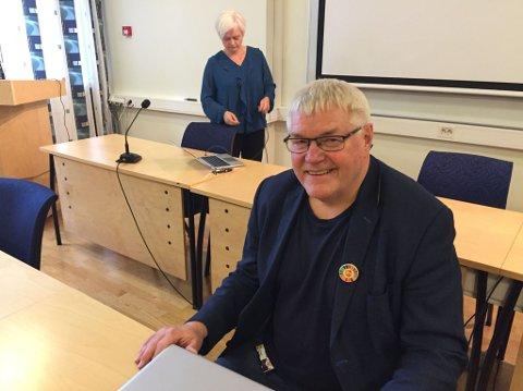 TIL PÅSKE 2021: Sittende rådmann, Ola Stene, skal etter planen fortsette i stillingen fram til påske 2021. I bakgrunnen ordfører Anita Ravlo Sand.