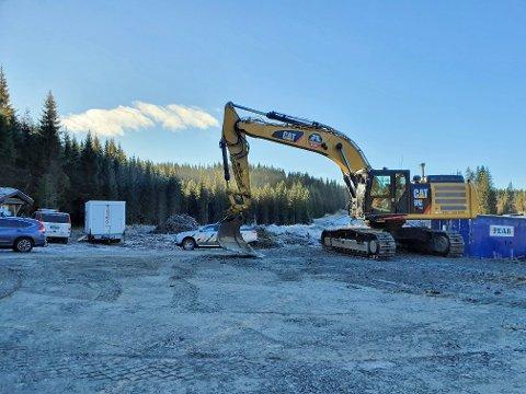 E6-ARBEID: Anleggsarbeidet ved Fjerdingelvbrua er i gang. Vegen skal stå ferdig om ett år.