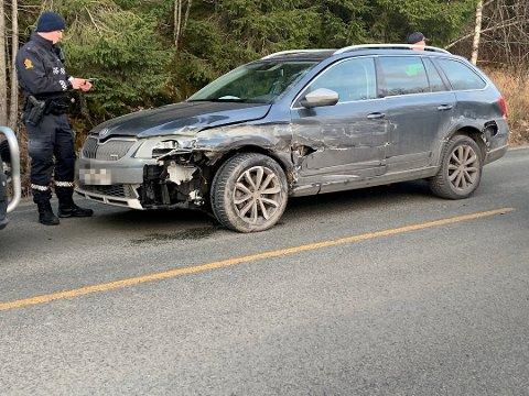 ULYKKE: Personbilen fikk skader i sammenstøtet.