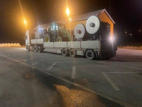 ANMELDT: Denne transporten ble stanset av Vegvesenet i natt. Nå blir det norske firmaet anmeldt for godstransport uten godkjent løyve.