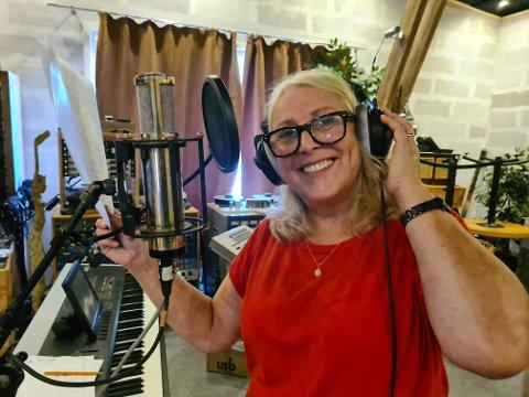 """OPP FRA OSLO: Vigdis Fossum Olsen er Hans Petter Sundals søskenbarn og er er erfaren vokalist som bidrar på """"Inntrykk""""."""