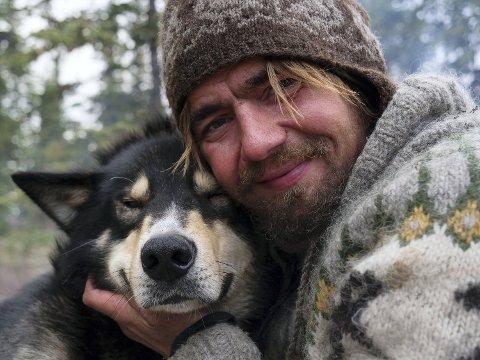 Jens Kvernmo og hundene er koronafast i Canada. Ingen flyselskap ønsker å ta med hundene på grunn av koronasituasjonen.