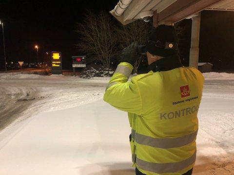 KONTROLL PÅ E6: Statens Vegvesen var torsdag kveld på plass på trafikkstasjonen ved E6 i Vinne i Verdal.