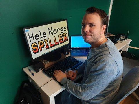 SPILL PÅ TV: Øyvind Hartløff Helland, fra Levanger, i NRK Underholdning har vært med å forberede spillsending i påska.