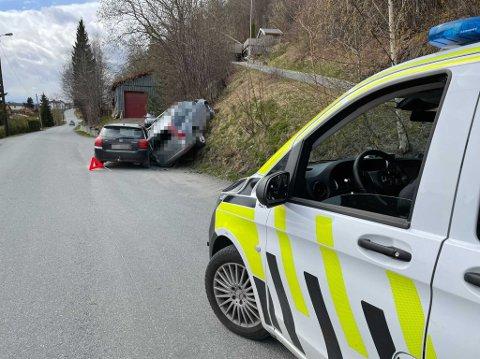 VRAKET: Den sølvgrå bilen ser ut til å ha trillet rett inn i bilen til Marte Nordal Solem (29). Den sto parkert like utenfor der hun bor i Levanger.