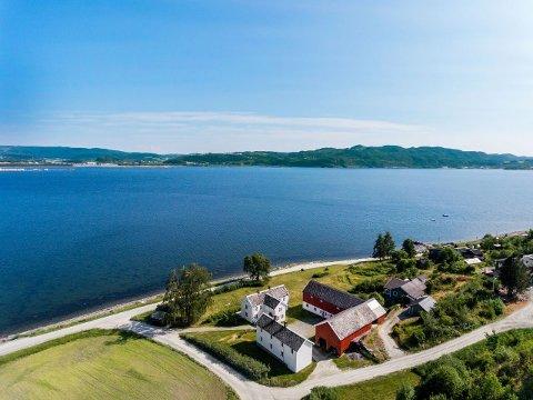 POPULÆRT: Det første budet startet på prisantydningen, 7.990.000 kroner, men siden tre par var ivrige på eiendommen i Viksjøvegen 1 i Stjørdal gikk den for over én million over takst.