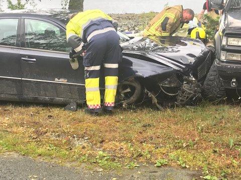 KRASJET: En bil kjørte inn i en annen bil ved småbåthavna på Ytterøy søndag formiddag.