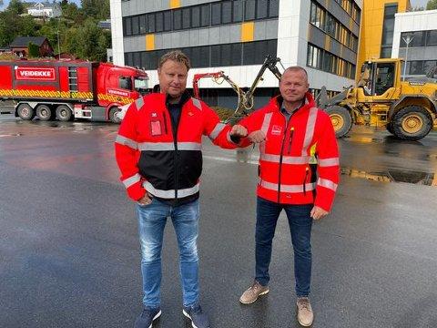 SIGNERTE AVTALE: Prosjektleder Roar Dypvik i Statens vegvesen og prosjektsjef Jomar Sagmo i Veidekke Industrier AS i forbindelse med kontraktsigneringen onsdag.