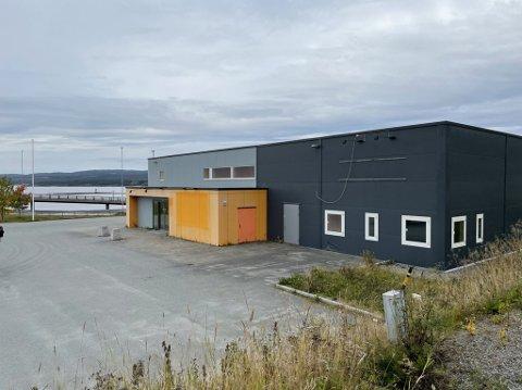 BEKREFTER: Torsdag bekrefter Tesla Norge at de skal etablerer seg i den gamle Bunnpris-butikken i Sørlia.