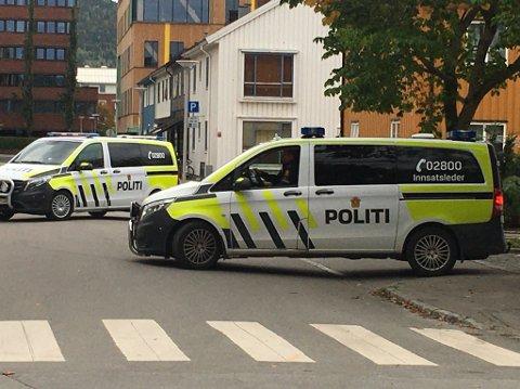 POLITIAKSJON: Torsdag ettermiddag ble storøvelsen politiet, helse og brann skulle ha utsatt da politiet måtte rykke ut til en reell hendelse.
