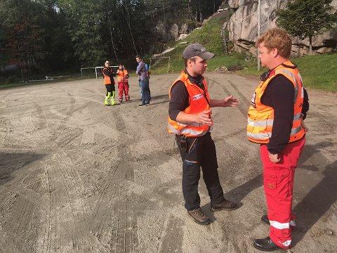 Både politiet, Røde Kors, Norsk Folkehjelp og politiet har deltatt i letingen, pluss venner og familie.