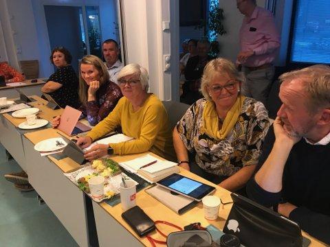 Fem av de seks Ap-politikerne som trolig vil havne i skvis på budsjettmøtet i desember. Fv Siw Johannesen, Monica Güttrup, May Britt Lunde, Kirsten Hegland og Vidar Engh.