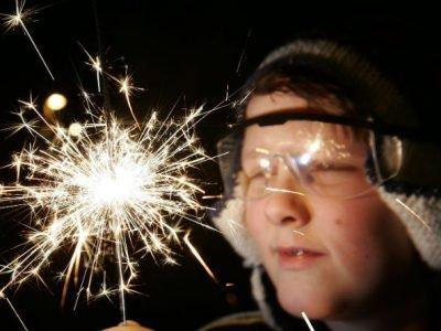 Vær på den sikre siden - husk beskyttelsesbriller under feiringen i kveld.