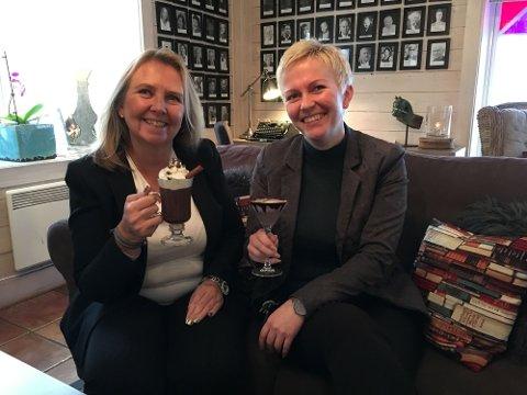 Sjokoladeelskere: Hotelldirektør May-Lill Skjeggedal og resepsjonsjef Kathrine Bai elsker sjokolade, og gleder seg til å arrangere en egen festival for den fristende søtsaken.