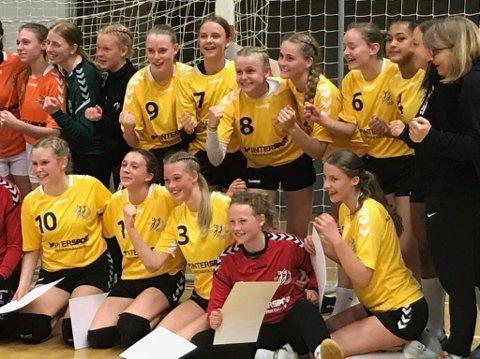Jenter 14 fra Vegårshei tilbringer påsken i Fredrikshavn på Rødspættecup.