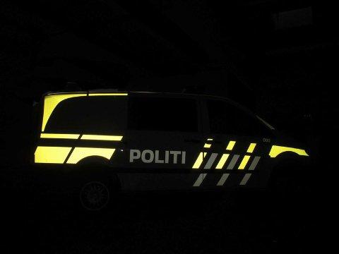 Politiet fikk melding om trafikkuhellet klokken 23:41.