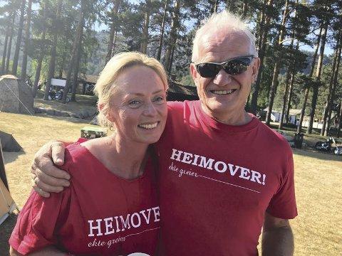 VETERAN: Karstein Vaule har vært med helt siden starten, her sammen med frivillig Eli Janne Olimstad på festivalen i fjor. Arkivfoto: Åmliavisa