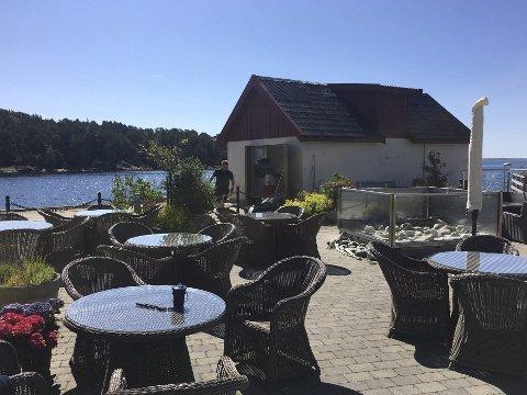 Åpner i helgen: Den gamle fiskemottaket på Hagefjordbrygga beholder navnet, men får nytt innhold. I sommerbutikken vil det være typiske sommervarer som grillmat og sjømat.
