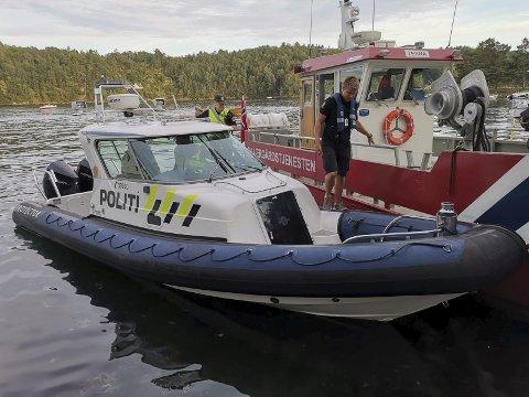 POlitibåten i Arendal: Patruljerer hele kysten mellom Risør og Arendal, og har hatt enn aktiv sommer. Mandag og tirsdag ble nærmere 60 båter kontrollert i Arendal og Tvedestrand. 11 av dem ble bøtelagt, 5 for høy fart og 6 for manglende redningsvest.