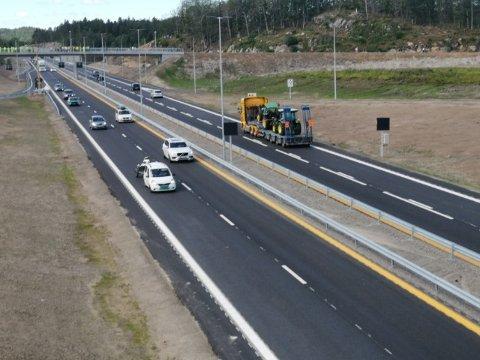 trafikken er i gang på den nye motorveien.